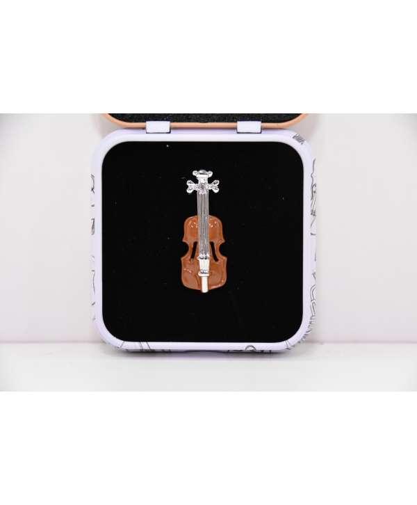 Pin violín color marrón